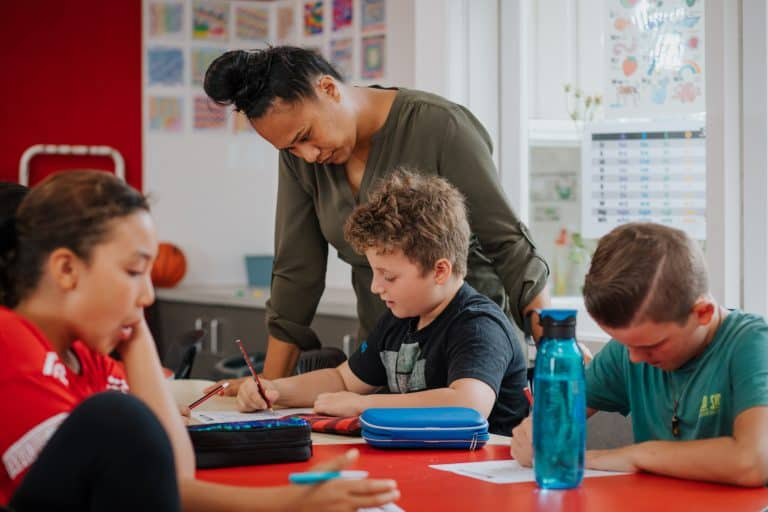 Acknowledging appropriate behaviour: Practices for effective classroom management